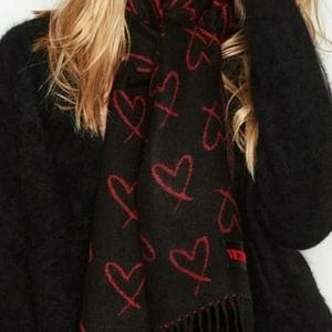 VS Winter Scarf fringed red/black hearts